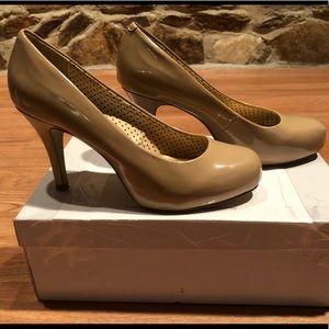 Steve Madden beige/nude heels